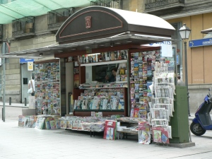 Madrid_roadside_newstand